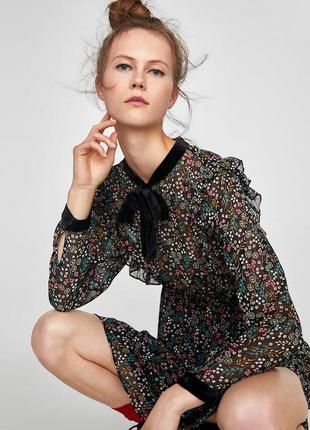 Платье в цветочный принт с бархатной отделкой zara