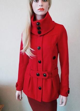 Шерстяное пальто от шведского бренда