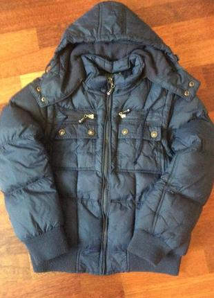 Тёплая стёганная куртка на флисовой подкладке  с капюшоном и отстегивающимися рукавами