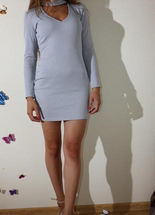 Бомбезне плаття з чокером