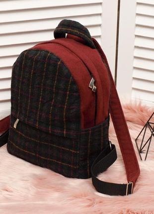 Небольшой рюкзак из шерстяной ткани бордо с клеткой.