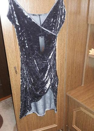 Эффектное  бархатное платье  на запах