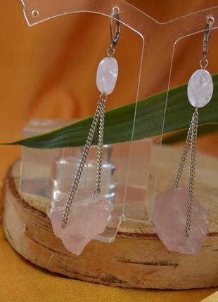 Серьги с необработанным розовым кварцем ′колыбель′