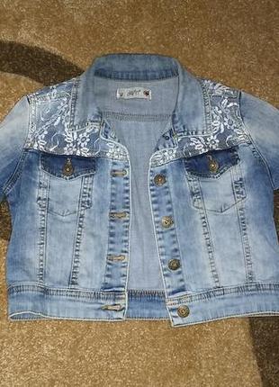 Укороченный джинсовый пиджак