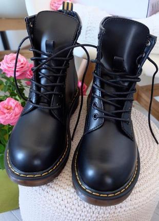 Рр 36-40 стильные черные ботинки берцы мартинсы с желтой нитью