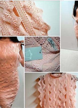 Нежное платье с кружевными аппликациями