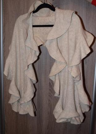 Очень красивый тёплый большой шарф h&m  с воланами