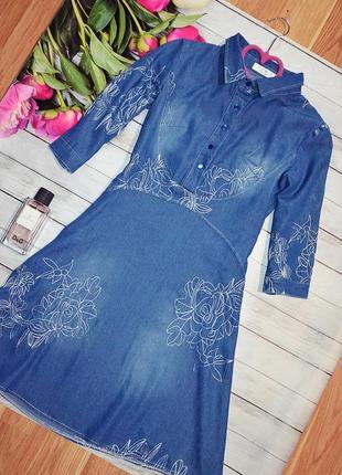 Стильное платье с вышивкой