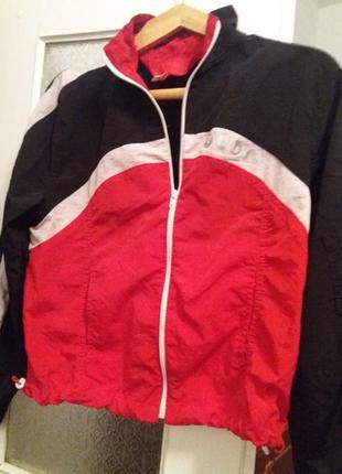 Спортивна куртка - вітровка