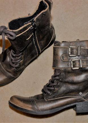 Круті шкіряні черевики відомого бренду