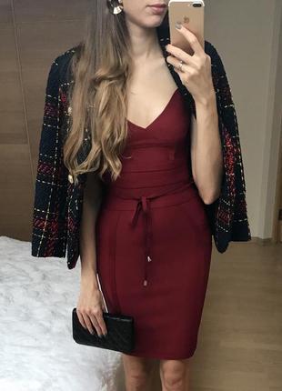 Бандажное платье винного цвета