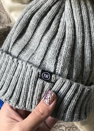 Серая шапка с бубоном tally weijl