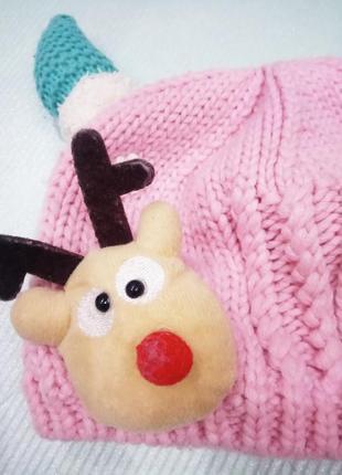 Вязаная шапка на меховой подкладке с рожками и оленем, новогодняя тематика