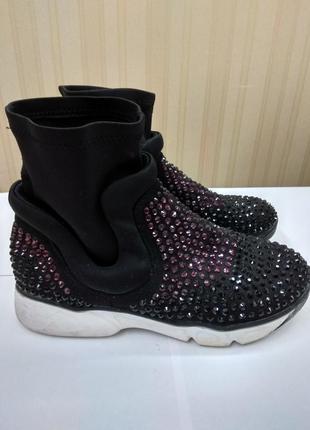 Продам нарядные универсальные кроссовки