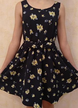 Прелестное платье с бантом на талии и пышной юбкой в цветочный принт xs-s