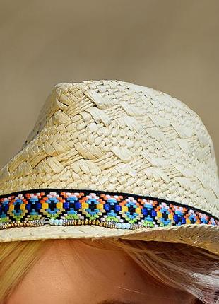 Соломенная пляжная шляпа