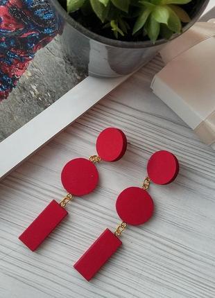 Яскраво-червоні дерев'яні сережки
