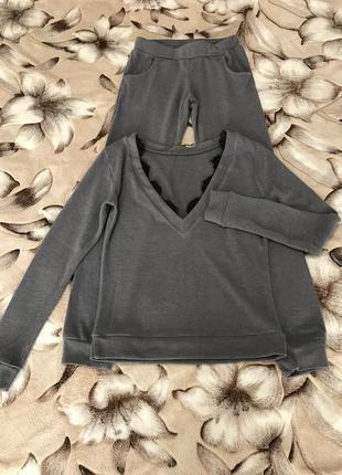 Серый домашний или прогулочный костюм