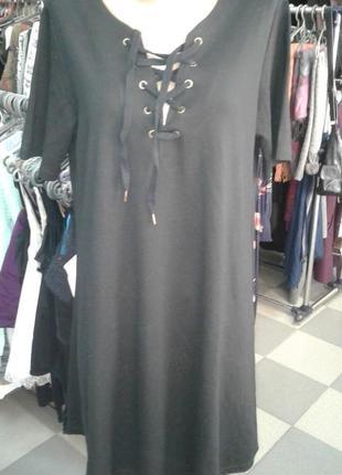 Платье свободного кроя со шнуровкой