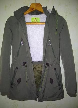 Осенняя куртка цвета хаки hold luck