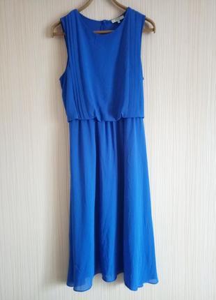 Нарядное красивое платье миди