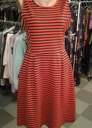 Стильное яркое платье - миди в полоску