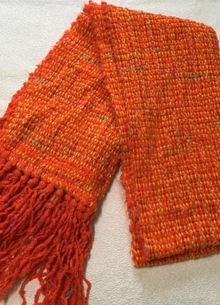 Яркий оранжевый шарфик