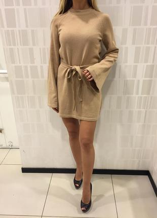 Тёплое вязаное платье бежевое короткое платье туника. mohito. размеры уточняйте.