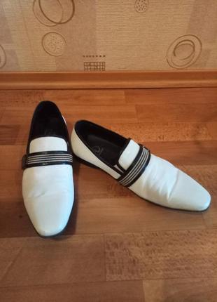 Мужские кожаные белые туфли на небольшом каблуке