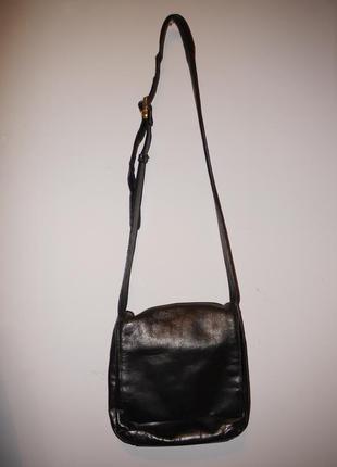 Кожаная сумка clarks черная . через плече кросбоди . мого отделений