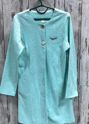 Платье-халат нежно-зеленого цвета