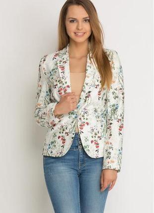 Очаровательная ночная рубашка с нежным цветочным принтом от