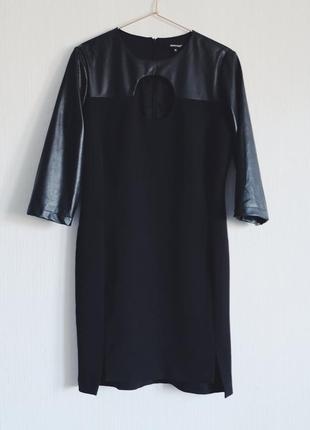 Плаття з оригінальним вирізом