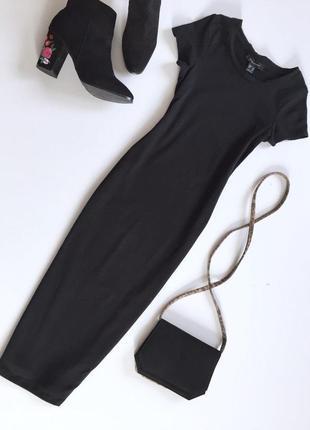 Актуальное трикотажное платье по фигуре с коротким рукавом от atm