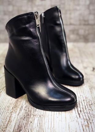 Кожаные зимние ботинки ботильоны на широком каблуке с молнией спереди. 36-40