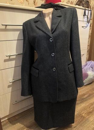 Шикарный шерстяной итальянский деловой костюм /пиджак/юбка