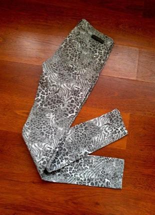 36р. пятнистые джинсы-скины