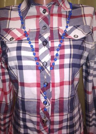 Крестик с синими бусинами 174