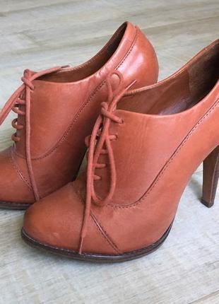 Продам офигенные кожаные ботинки schutz (37 размер)