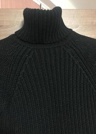Базовый чёрный гольф крупной вязки с высокой горловиной