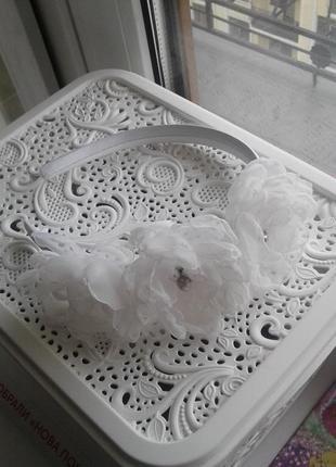 Білосніжний квітковий обруч