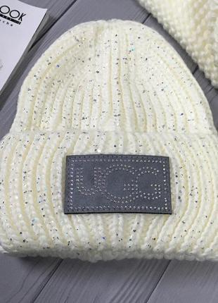 Теплая шапка в белом цвете