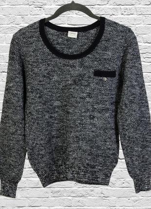 Приталенный свитер с серебристой нитью, джемпер серый