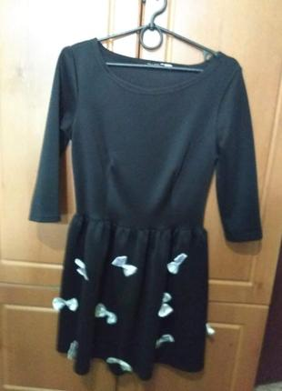 Чёрное платье с белыми бантиками