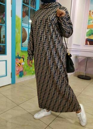 Теплое комфортное платье с хомутом