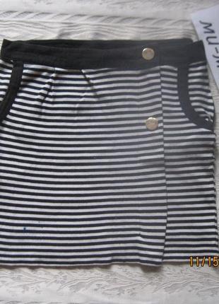 Теплая юбка в черно-белую полоску