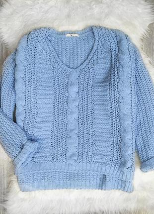 Нежно голубой свитер бархатный крупной вязки