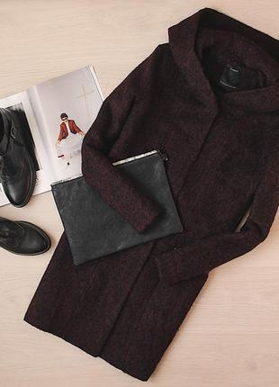 Шерстяное теплое пальто с капюшоном цвета марсала