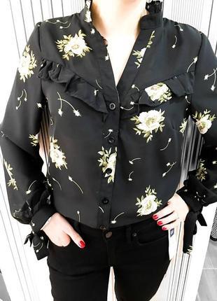 Чорна блуза з квітами від missguided