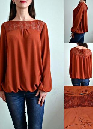 Красивая блуза с кружевной вставкой и длинными рукавами